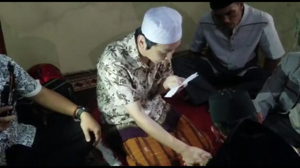 インドネシア語で口上を述べる