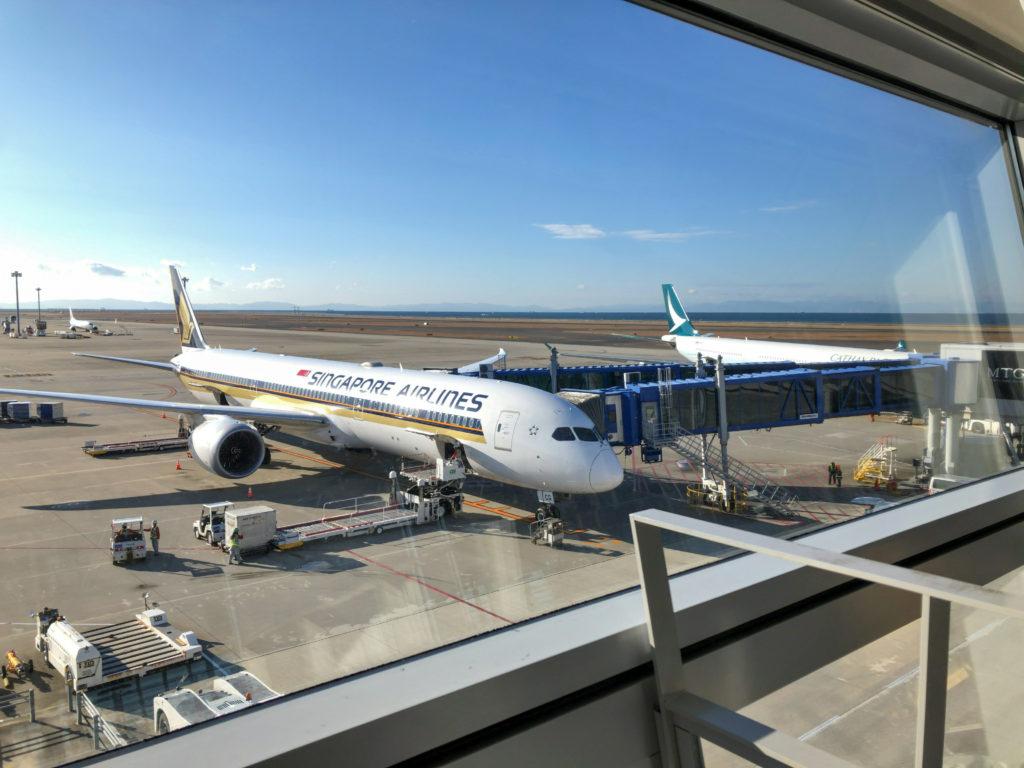 青空の下のSQ671便