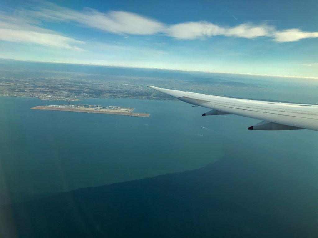 離陸直後の窓からの景色